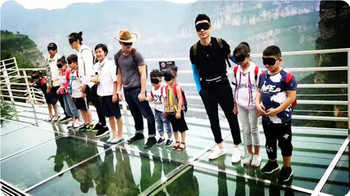 "High-altitude slide, the glass path along the cliff, cute baby dad play so much | ""You have the most talented baby season"" program group into the Taihang Grand Canyon"